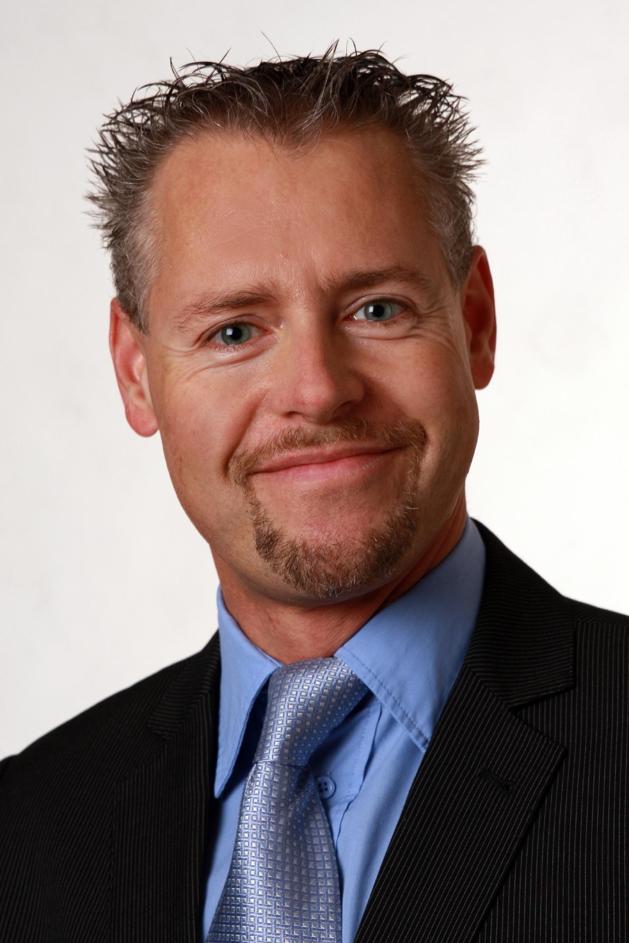 Martin Weber ist seit Sommer 2010 als Technologie Berater für Microsoft Schweiz tätig und war vorher 9 Jahre als Senior Consultant bei Microsoft Consulting ... - martin_weber